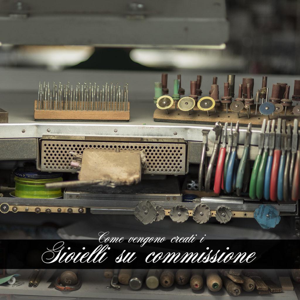 Banco da lavoro di gioielleria per la creazione di gioielli su commissione