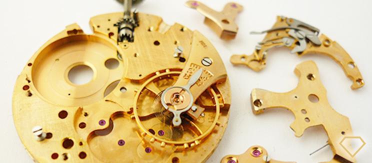 Smontaggio di un orologio per revisione