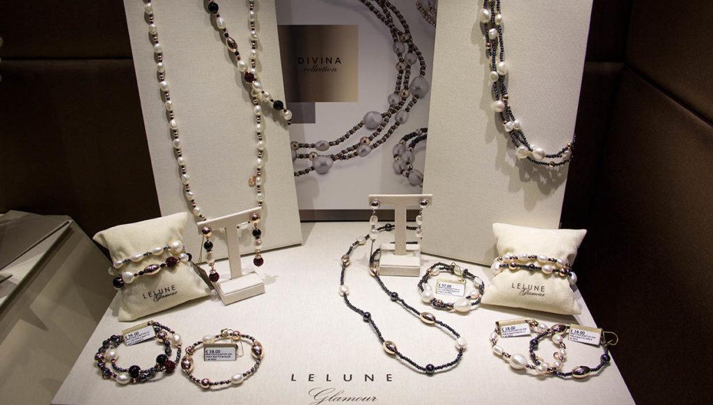 Bracciali e collane di perle fashion