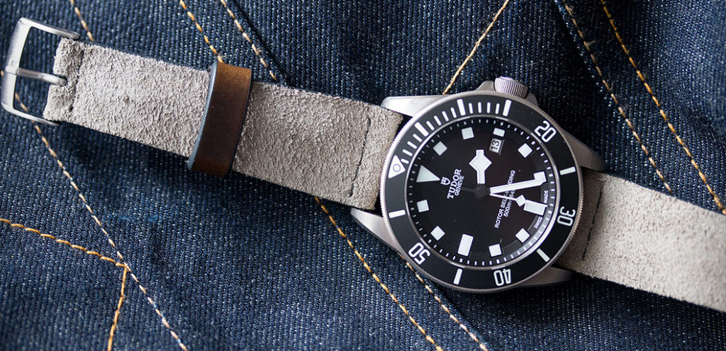 Immagine di un cinturino scamosciato pulito per prendersi cura degli orologi