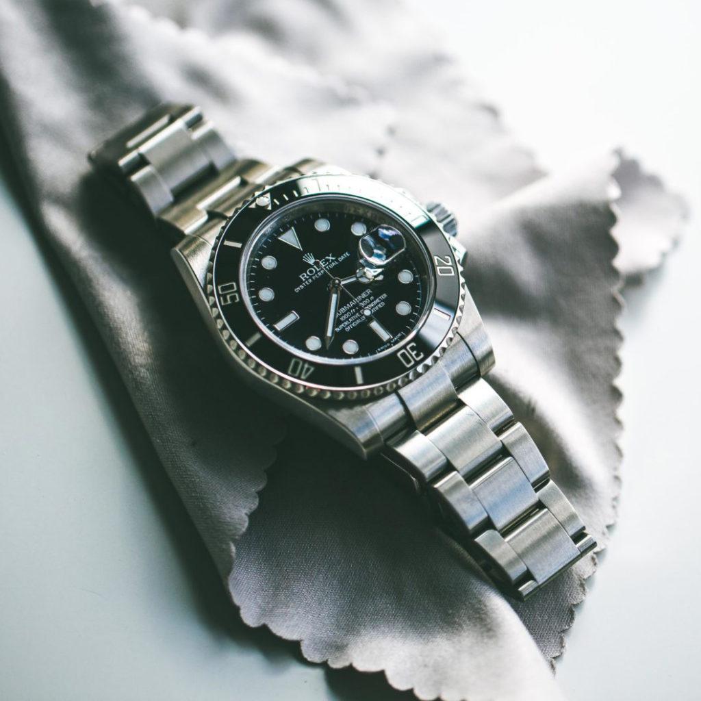Rolex su un panno per prendersi cura degli orologi