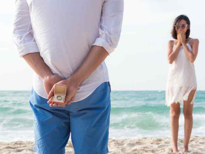 Come ragalare un gioiello in spiaggia