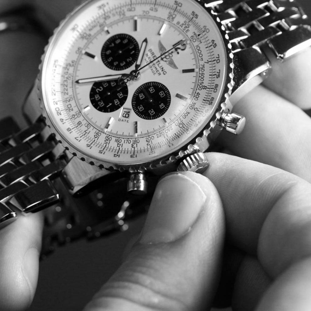 Il rito della carica aiuta a prendersi cura degli orologi
